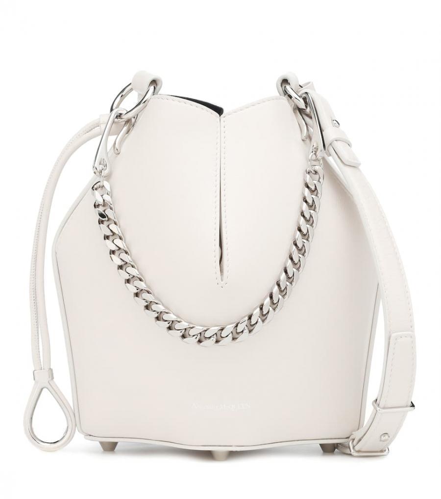13c72c029 Inicio / Mujer / Bolsos al hombro / Bolsos al hombro Alexander McQueen  Mujer   Bolso saco de piel Blanco